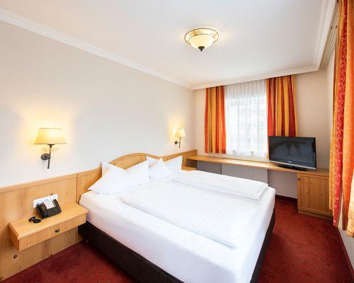 "Spacious double room - ""Suite"" room category ©Rupert Mühlbacher (GA-Service)"