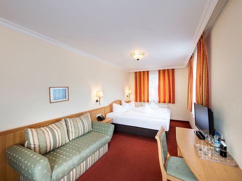 """Double room with couch - """"Suite"""" room category ©Rupert Mühlbacher (GA-Service)"""