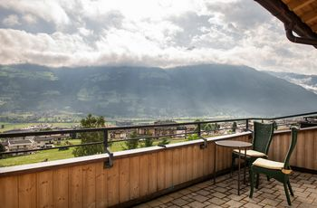 """Balcony with view of the Zillertal - """"Deluxe"""" room category ©Rupert Mühlbacher (GA-Service)"""